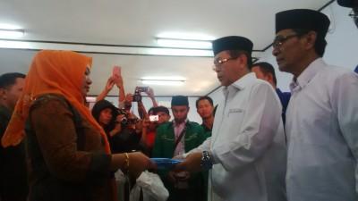 Pasangan SYUKUR saat mendaftar di KPU. Foto: Bin