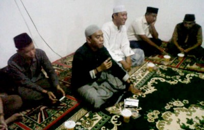 Ketua DPD KNPI Kota Bima, Dzul Amirul Haq saat memberikan tausiyah. Foto: Bin
