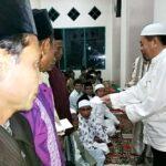 Safari Ramadan di Wawo, Bupati Serahkan Insentif Guru Ngaji dan Dai Desa