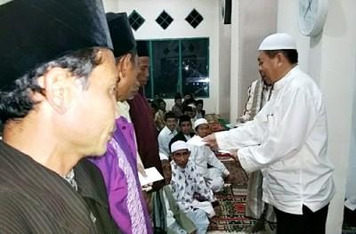 Penyerahan insentif Guru Ngaji dan Dai Desa. Foto: Hum