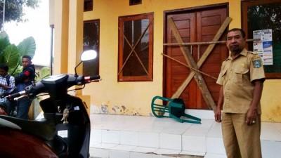 Kantor Desa Panda saat disegel. Foto: Bin