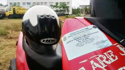 Kartu Parkir Berlangganan yang ditempel di salah satu kendaraan. Foto: Bin