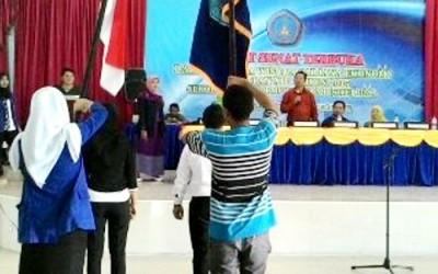 Ketua STIE Bima saat memimpin kegiataan gladi resi wisuda. Foto: Agma