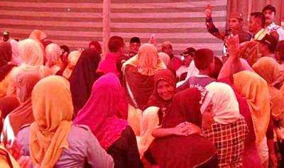 Masdin saat memberikan sambutan kepada warga. Foto: Teta