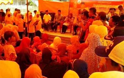 Padura Gender saat menyambut kedatangan Pasangan DINDA dengan lagu. Foto: Teta