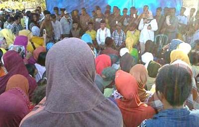 Pasangan DINDA saat bertatap muka dengan warga di Desa Lambu. Foto: Teta