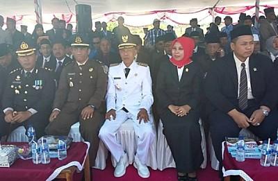 Penjabat Bupati Bima dan para Undangan. Foto: Hum