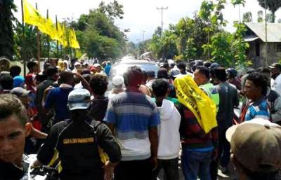 Suasana padat merayab saat kedatangan DINDA di Lambu. Foto: Teta