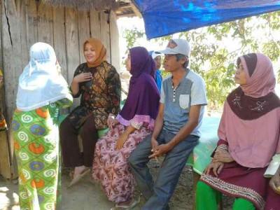 Hj. Indah Dhamayanti Putri saat tatap muka dengan warga Desa Kaowa. Foto: Teta