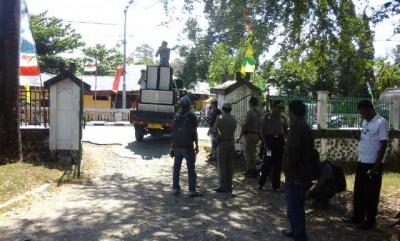 Masa aksi Kapempe NTB saat akdi di Kantor Dinas Pertanian Kabupaten Bima. Foto: Ady