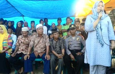 Hj. Indah Dhamayanti Putri saat memberikan sambutan. Foto: Noval