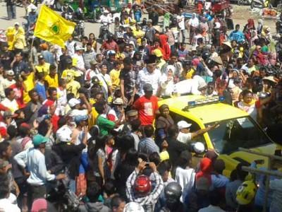 Sambutan warga Woha saat kedatangan DINDA. Foto: Noval