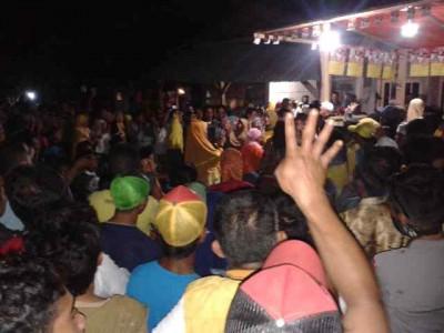 Rakyat di Labuan Kananga bersama DINDA. Foto: Noval