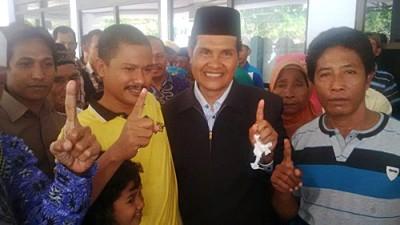 Abdul Khayir bersama dengan pendukungnya di Bandara. Foto: Bin