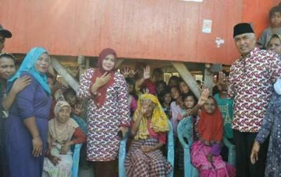 DINDA dan warga Kecamatan Sape. Foto: Noval