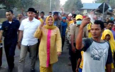 DINDA digiring warga untuk jalan kaki. Foto: Noval