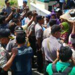 Ratapi Nasib, Ina Ina Protes tak Dapat Lokasi di Pasar Amahami