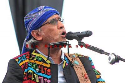 Iwan Fals saat konser di Stadion Manggemaci Kota Bima. Foto: Bin
