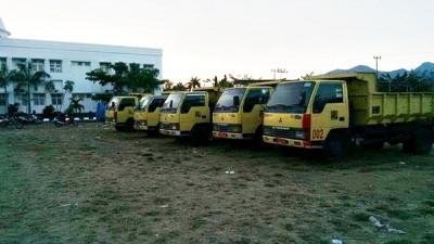 Lima unit Truk yang diparkir di Halaman Kantor Pemkot Bima. Foto: Bin