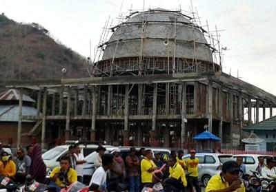 Masjid Raya Desa Renda yang dijanjikan DINDA diselesaikan pembangunannya jika menang. Foto: Noval