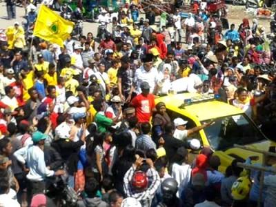 Massa Pasangan DINDA di Woha. Foto: Noval