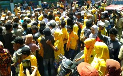 Massa bersama DINDA blusukan di Wera. Foto: Noval