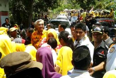 Massa di Kecamatan Ambawali membanjir saat didatangi DINDA. Foto: Noval