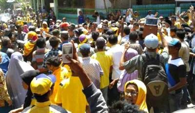 Massa di Wera blusukan bersama DINDA. Foto: Noval