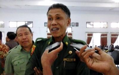 Penjabat Bupati Bima H. Bachrudin saat diwawancara. Foto: Ady