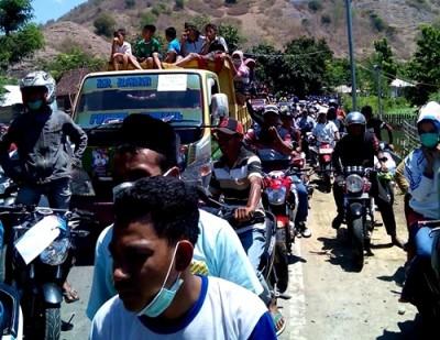 Ribuan Massa konvoi pasangan SYUKUR di Sape dan Lambu