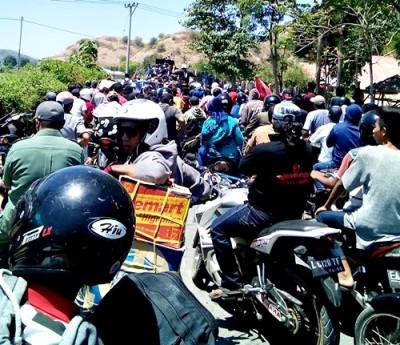 Ribuan Massa konvoi pasangan SYUKUR di Sape dan Lambu.