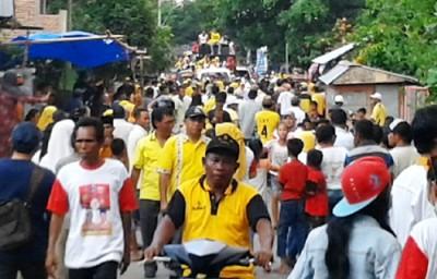 Ribuan warga di Belo saat menyambut DINDA. Foto: Noval