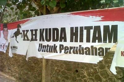 Salah satu spanduk Paslon yang dirusak orang tak dikenal. Foto: Bin