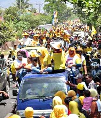 Sekitar puluhan ribu masyarakat Bolo konvoi bersama DINDA. Foto: Noval