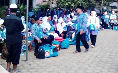 Suasana keberangkatan JCH Kabupaten Bima. Foto: Abu