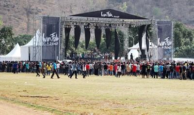 Suasana konser dari sisi Timur Stadion manggemaci. Foto: Bin