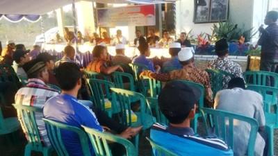 Warga Kelurahan Oi Fo'o saat menyampaikan aspirasi. Foto: Bin