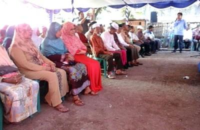Warga yang menghadiri Reses Anggota DPRD Kota Bima Dapil II. Foto: Ady