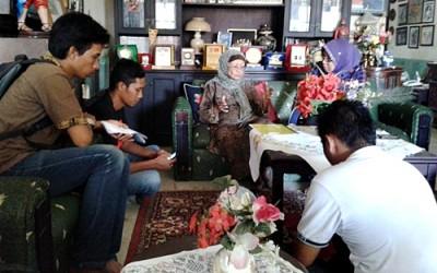 Ahli Waris Kesultanan Bima, Hj. Siti Maryam Salahuddin saat memberikan keterangan pers. Foto: Noval
