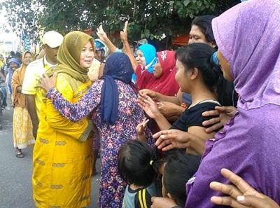 DINDA saat disambut masyarakat Kecamatan Sanggar. Foto: Noval
