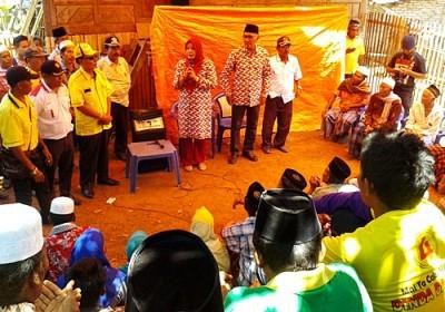 DINDA saat memberikan sambutan di Desa Tarlawi. Foto: Noval