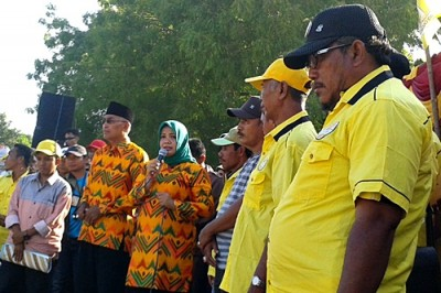 DINDA saat memberikan sambutan kepada rakyat Sape dan Lambu. Foto: Noval