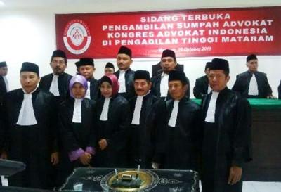 Foto bersama anggota KAI Cabang Bima usai diambil sumpah advokat. Foto: Ady