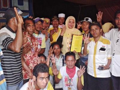 Foto bersama usai penandatanganan kontrak politik. Foto: Noval