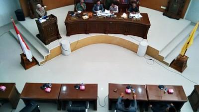 Hj. Anggriani menyampaikan hasil Reses di Dapil I. Foto: Bin