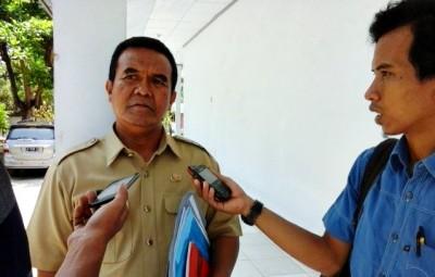 Kadis Pendapatan Daerah Kabupaten Bima, Putarman saat diwawancara. Foto: Eric
