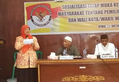 Ketua Devisi SDM dan Organisasi Bawaslu RI Endang Wihdatiningtias  saat menyampaikan sosialisasi. Foto: Bin