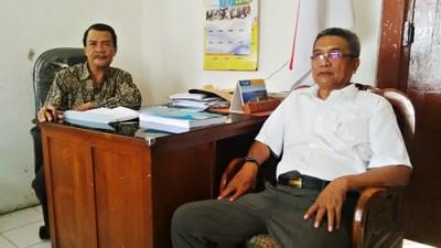 Ketua Yayasan Islam Bima H. Muhammad AR (Kiri) didampingi Ketua Pengawas Internal Yayasan Islam Bima, H. Wafdin. Foto: Bin