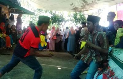 Mpa'a Manca saat kegiatan Khitanan  salah satu warga Wawo. Foto: Bin