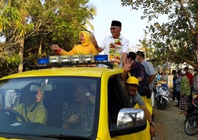Pasangan DINDA saat menyapa warga di Kecamatan Parado. Foto: Noval